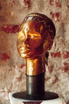 """""""La belle maure"""" Bronze martelé, cuivre, argent."""