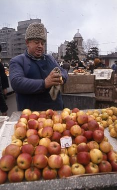 Piața Unirii World Market, Old Pictures, Time Travel, My Childhood, Nostalgia, The Past, History, Bazaars, Moldova