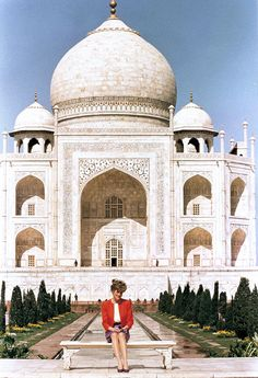 Diana visited India's famed monument to love in 1992.