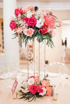 Floral Wedding Centerpieces Planning and Tips - Love It All Wedding Table Centerpieces, Wedding Flower Arrangements, Floral Centerpieces, Wedding Bouquets, Floral Arrangements, Graduation Centerpiece, Quinceanera Centerpieces, Candle Centerpieces, Centerpiece Ideas