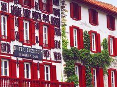 Visite du village d'Espelette au Pays Basque