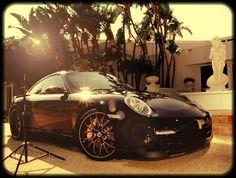 Porsche Cayman: gran potencia, tono atlético y fuerza apreciable.
