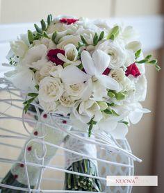 Buchet vintage romantic | Nuova Idea White wedding bouquet. White Wedding Bouquets, Wedding Flowers, Romantic, Vintage, Romance Movies, Vintage Comics, Romantic Things, Romance, White Bridal Bouquets