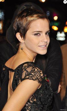 Emma Watson, cheveux courts, à Londres le 11 novembre 2010.