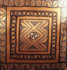 Le bogolan est un tissu africain sur lequels sont peints des motifs généralement géométriques avec une teinture d'origine végétale ou minérale