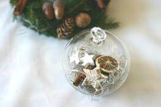 Glob cu decorațiuni naturale – Flowers of Soul Christmas Bulbs, Holiday Decor, Flowers, Home Decor, Corona, Decoration Home, Christmas Light Bulbs, Room Decor, Royal Icing Flowers