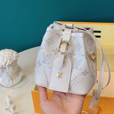 Dior Handbags, Louis Vuitton Handbags, Purses And Handbags, Luxury Purses, Luxury Bags, Mode Kylie Jenner, Best Designer Bags, Designer Purses, Handbags Online Shopping
