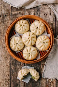 Vegetarians and vegans, these Steamed Vegetable Buns are vegan and delicious. This step-by-step steamed vegetable bun recipe will show you the way! Steam Buns Recipe, Steamed Vegetables, Steamed Buns, Food Cravings, International Recipes, Asian Recipes, Food Processor Recipes, Food Photography, Makeup Products