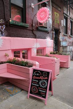 Nyc Bucket List, Cute Cafe, Salon Interior Design, Pink Themes, Nyc Restaurants, Everything Pink, Pink Walls, New York Travel, Pink Aesthetic