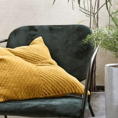 Poszewka na poduszkę VELV Curry - House Doctor - Nordic Decoration Home Mustard Bedding, Linen Bedding, Bedding Sets, Bed Linens, House Doctor, Deco Studio, Matching Bedding And Curtains, Hotel Collection Bedding, Queen Sheets