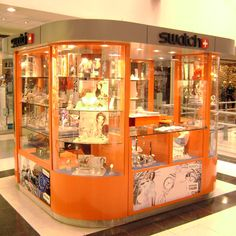 Diseño y Arquitectura de Locales Comerciales. Fabricación de mobiliario. www.arqueprima.com.ar