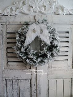 ~ shabby n chic christmas decoration decor inspiration, /.~ shabby n chic christmas decoration decor inspiration. Noel Christmas, Pink Christmas, Christmas Projects, Beautiful Christmas, Christmas Wreaths, Christmas Decorations, Holiday Decor, Shabby Chic Christmas, Rustic Christmas