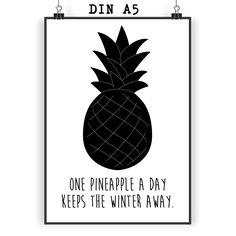 Poster DIN A5 Ananas aus Papier 160 Gramm  weiß - Das Original von Mr. & Mrs. Panda.  Jedes wunderschöne Poster aus dem Hause Mr. & Mrs. Panda ist mit Liebe handgezeichnet und entworfen. Wir liefern es sicher und schnell im Format DIN A5 zu dir nach Hause. Die Größe ist 148 x 210 mm.    Über unser Motiv Ananas  Die Ananas ist eine ganz besondere und wunderschöne tropische Frucht. Sie ist einzigartig anzusehen und besticht durch ihre außergewöhnliche Form, Farbe und natürlich durch den…