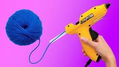 26 CRAFTING LIFE HACKS The yarn is an amazing material you can use for craft projects! There are a lot of décor items you can ma. Easy Yarn Crafts, Diy Home Crafts, Crafts For Kids, Arts And Crafts, Simple Crafts, Diy Para A Casa, Life Hacks Youtube, Glue Gun Crafts, Glue Art
