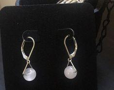 Etsy :: Jouw platform voor het kopen en verkopen van handgemaakte items Adjustable Knot, Pearl Earrings, Drop Earrings, Amethyst Crystal, Clear Quartz, Wands, Sculpting, Swarovski, Bronze