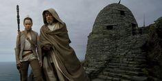 Daisy Ridley - Rey - Luke Skywalker - Mark Hamill - Star Wars - The Last Jedi - Vanity Fair Star Wars Rebels, Star Wars I, Annie Leibovitz, Mark Hamill, Luke Skywalker, Obi Wan, Vanity Fair, Daisy Ridley, Laura Dern
