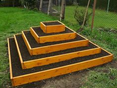 Raised garden bed pyramid // looks cool, but waste of space?