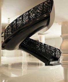 ornamentenreiche wendeltreppe schwarz