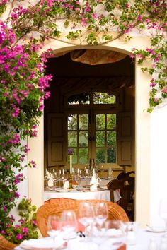 Pequeno Mundo Restaurant in the Golden triangle of the central Algarve . Excellent cuisine in a traditional farmhouse.