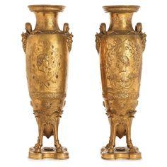 PAIRE D'AMPHORES VENDANGEURS, MODÈLE N°1, PAR FERDINAND LEVILLAIN (1837-1905) ET FERDINAND BARBEDIENNE (1810-1892)  Paire de vases de style grec en bronze à patine médaille. Chacun d'eux, 3-5000eu