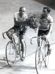 Fausto Coppi e Fiorenzo Magni al Giro d'Italia del 1955 Old Bicycle, Bicycle Race, Old Bikes, Vintage Cycles, Vintage Bikes, Cycling Art, Cycling Bikes, Bike Poster, Retro Bike