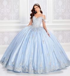 Blue Ball Gowns, Tulle Ball Gown, Ball Gown Dresses, Tulle Lace, Xv Dresses, Flapper Dresses, Ball Gowns Evening, Royal Ball Gowns, Evening Dresses