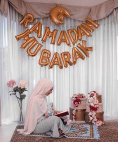Ramadan Mubarak to all 🌚❤️❤️ Ramadan Cards, Ramadan Images, Ramadan Dp, Photo Ramadan, Coran Quotes, Decoraciones Ramadan, Eid Mubarek, Eid Cake, Baby Christmas Photos