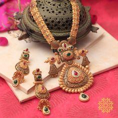 Jewelry Design Earrings, Gold Earrings Designs, Gold Jewellery, Ladies Bangles, Gold Mangalsutra Designs, Schmuck Design, Gold Necklace, Moda Femenina, Jade Jewelry