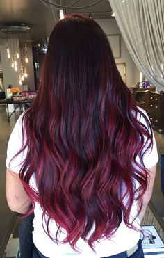50 Red Hair Color Ideas in 2019 - Street Style Inspiration Red Violet Hair, Red Ombre Hair, Burgundy Hair, Burgundy Balayage, Short Violet, Brown Hair, Pelo Color Vino, Pelo Color Borgoña, Beliage Hair