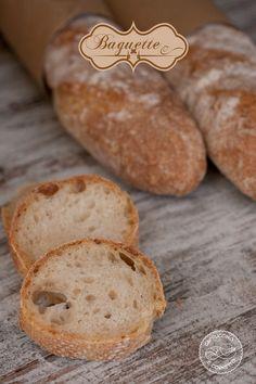 La ricetta di oggi è quella delle baguette francesi, un pane conosciutssimo che ha la particolarità di essere fragante all'esterno e m…