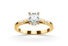Stunning engagement ring for a stunning bride to be! #Yorxs #Verlobungsring #Diamantring