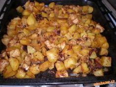 Vše nakrájíme, osolíme, opepříme, posypeme paprikou a pečeme v troubě. Plech jsem vymazala olejem a ... Cauliflower, Food And Drink, Potatoes, Meat, Chicken, Vegetables, Recipes, Stew, Cooking