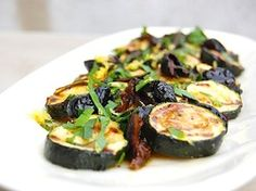 Grilled Zucchini with Olives, Parsley and Lemon. Do you have one of those grilling baskets? They are a great way to grill veggies. Vegan Grilling, Grilling Recipes, Cooking Recipes, Cooking Games, Cooking Pork, Vegetable Recipes, Vegetarian Recipes, Healthy Recipes, Ovo Vegetarian