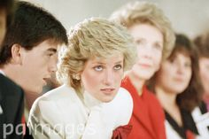 """November 11, 1985:  Princess Diana and Mrs Nancy Reagan sit in on a therapeutic rap session at the Springfield Drug Rehabilitation Centre called """"Straight"""" in Springfield, Virginia"""