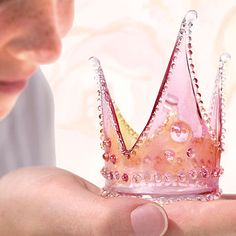 Charming Crown in pink glass.