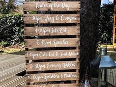 Order of the day wedding pallet. Hip Wedding, Wedding Signs, Wedding Styles, Wedding Day, Wedding Photos, Order Of The Day Wedding, Wedding Reception Entrance, Pallet Wedding, Guest Book Alternatives
