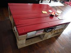 Pallet wood coffee table. So many pallet ideas and not enough space for them all.