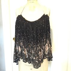 Free People adjustable swing top Halter style, second strap can be tied loose for open back look or tight for high back look. Runs big but looks good on any frame! Free People Tops Tank Tops