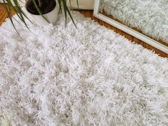 Пушистый коврик из пряжи