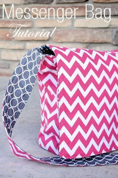 Who loves a good bag? I've got a thing for them. (In fact, see my posts about 25 Bags to Sew and 15 MORE Bags to Sew.) And for hot pink. And for Chevron stripes. Put them all together in this…