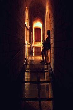 """En attendant"" -- Abbaye de Montmajour (Arles)"