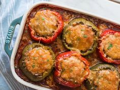 Keto stuffed bell peppers with tomato sauce and cheese. Nutrition Facts Keto Stuffed Bell Peppers Amount Per Serving Calories 493 Calories from Fat 334 % Daily Value* Fat Carbohydrates Fiber Protein Keto Foods, Keto Meal, Food Trucks, Paleo, Pimientos Rellenos Keto, Healthy Recipes, Low Carb Recipes, Healthy Salads, Healthy Eats