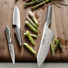 A paring knife will have a long blade and will be used for peeling and paring vegetables and fruit and for cutting where a bigger blade would be cumbersome. Global Knife Set, Global Knives, Chef Knife Set, Knife Sets, Kitchen Cutlery, Kitchen Knives, Kitchen Tools, Best Chefs Knife, Best Pocket Knife