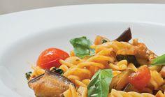 Fusilli de legumes grelhados... Sais minerais e vitaminas a rodos num prato sem glúten repleto de cor