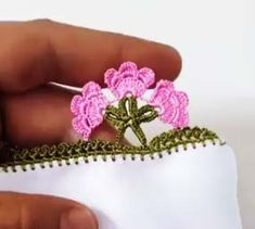 This Pin was discovered by Esm Crochet Edging Patterns, Crochet Stitches, Crochet Baby, Knit Crochet, Knitted Shawls, Halloween Gifts, Knitting Socks, Crochet Flowers, Hand Embroidery