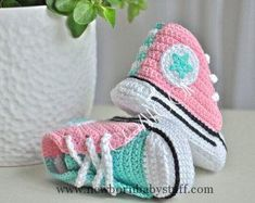 Crochet Baby Booties Crochet baby sneakers and blanket SET- crochet shoes -baby c...