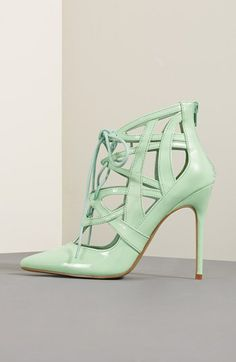 Love these #mint heels! http://rstyle.me/n/gnguhnyg6