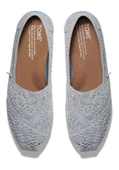 Show off your TOMS with a little shimmer. Featuring metallic crochet and more cushioning than ever.