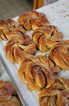 Kanelsnurrer : brioche danoise à la cannelle #Toverhallerne #Market #Kanelsnurrer #Copenhagen #Copenhague #Danish #Food #Sweet #Cinnamon