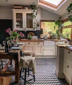 Home Decor Kitchen, Kitchen Interior, Home Interior Design, Home Kitchens, Cozy Kitchen, Kitchen Island, Kitchen Plants, Kitchen Wood, Kitchen Cabinets